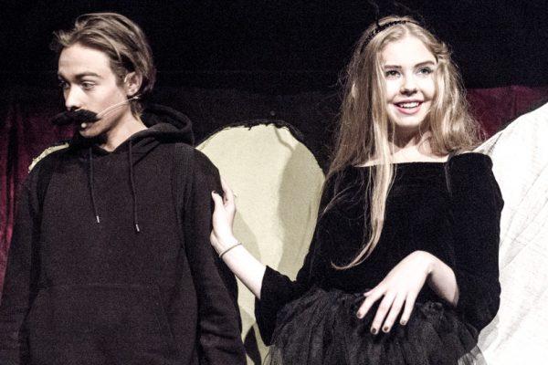Teater-Brøruphus-Efterskole-4-600×400